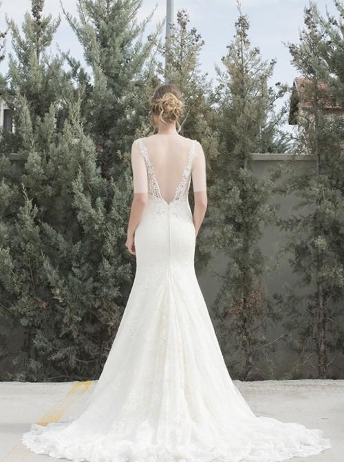 این مدل از حریر دانتل فرانسوی دوخته شده و مناسب عروس هایی است که مدل های دکلته پشت را دوست دارند.