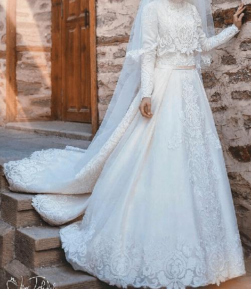 در سال های اخیر، لباس های عروس پوشیده در ترکیه بسیار مورد توجه قشر مذهبی قرار گرفته