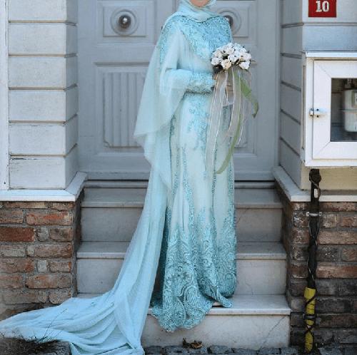 در طراحی لباس های عروس پوشیده، بیشتر از برش دامن A و دامن پرنسس استفاده می شود