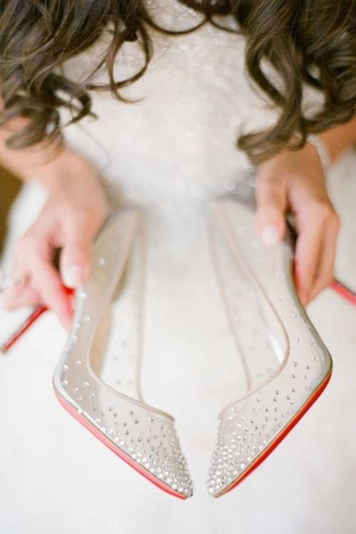 فقط روی لباستان متمرکز نشوید؛ حتماً از کفش هایتان هم عکس بگیرید.