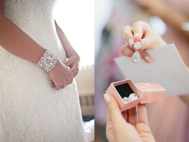 جواهرات عروس هم از مهم ترین مواردی است که باید از در تصاویرتان برجسته باشد.