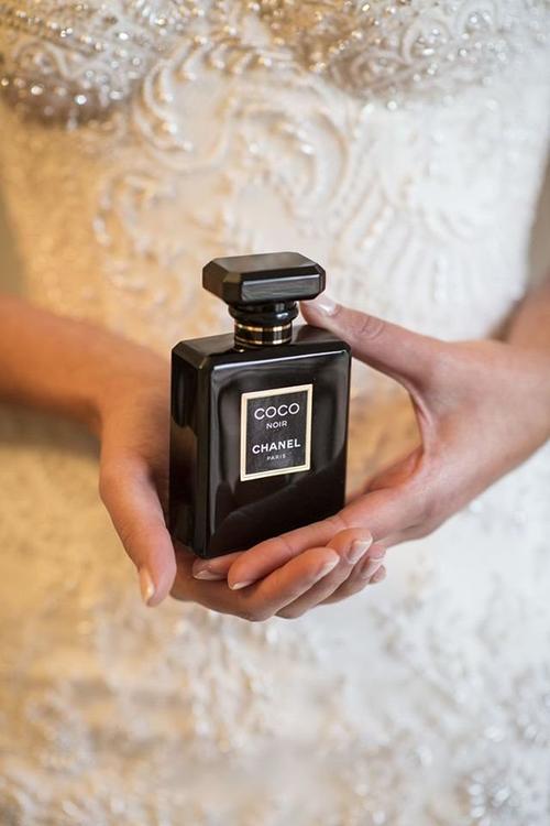 برخی نو عروسان مایلند عطر خاصی را برای مراسم خود استفاده کنند