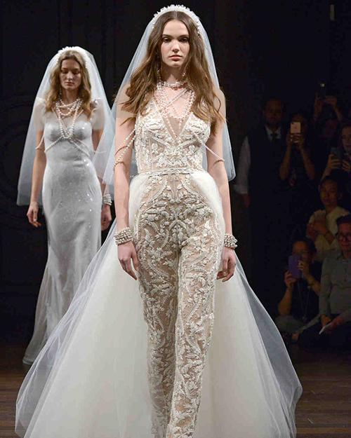 لباس عروس اورال ترکیبی از پیراهن و شلوار از طراح Naeem Khan