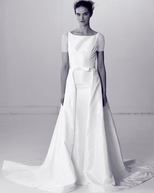 لباس عروس ساتن به همراه تزئینات پاپیون