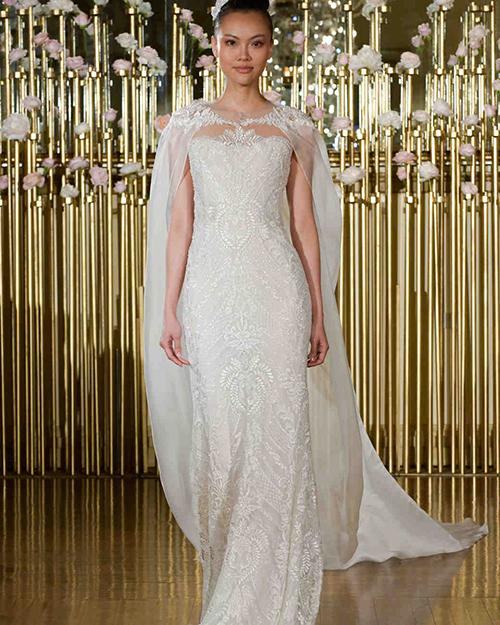 لباس عروس به همراه شنل