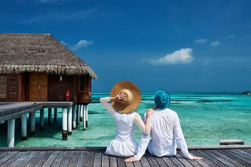 بهترین ماه عسل سفری است که برایش زیاد خرج کنند و یا اینکه در بهترین هتل و با بهترین غذاها و خرید آغاز شده و به پایان برسد.