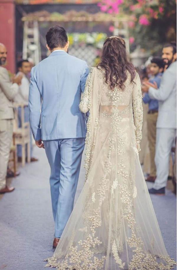 عروس و داماد بهتر است ورود به جمع مهمانان را تمرین کنند