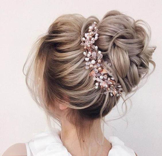 عموما موهای مصنوعی برای خانم هایی توصیه می شود که نواقصی در موهای خود دارند