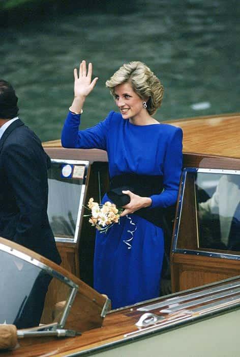 رنگ سال ۲۰۲۰ به سلیقه ملکهها ، شاهزادهها و سلبریتی ها (CLASSIC BLUE)